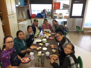 S'amuser au dîner de leadership à Umiujaq!